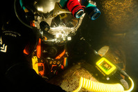 Divers wrist-mountable underwater thickness gauge with a bright AMOLED display, live A-scan and data logging